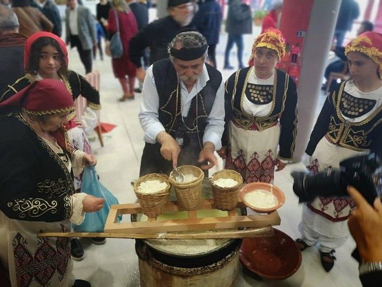 Τα εδέσματα μαγείρευαν μέλη από πολιτιστικούς συλλόγους της Κρήτης