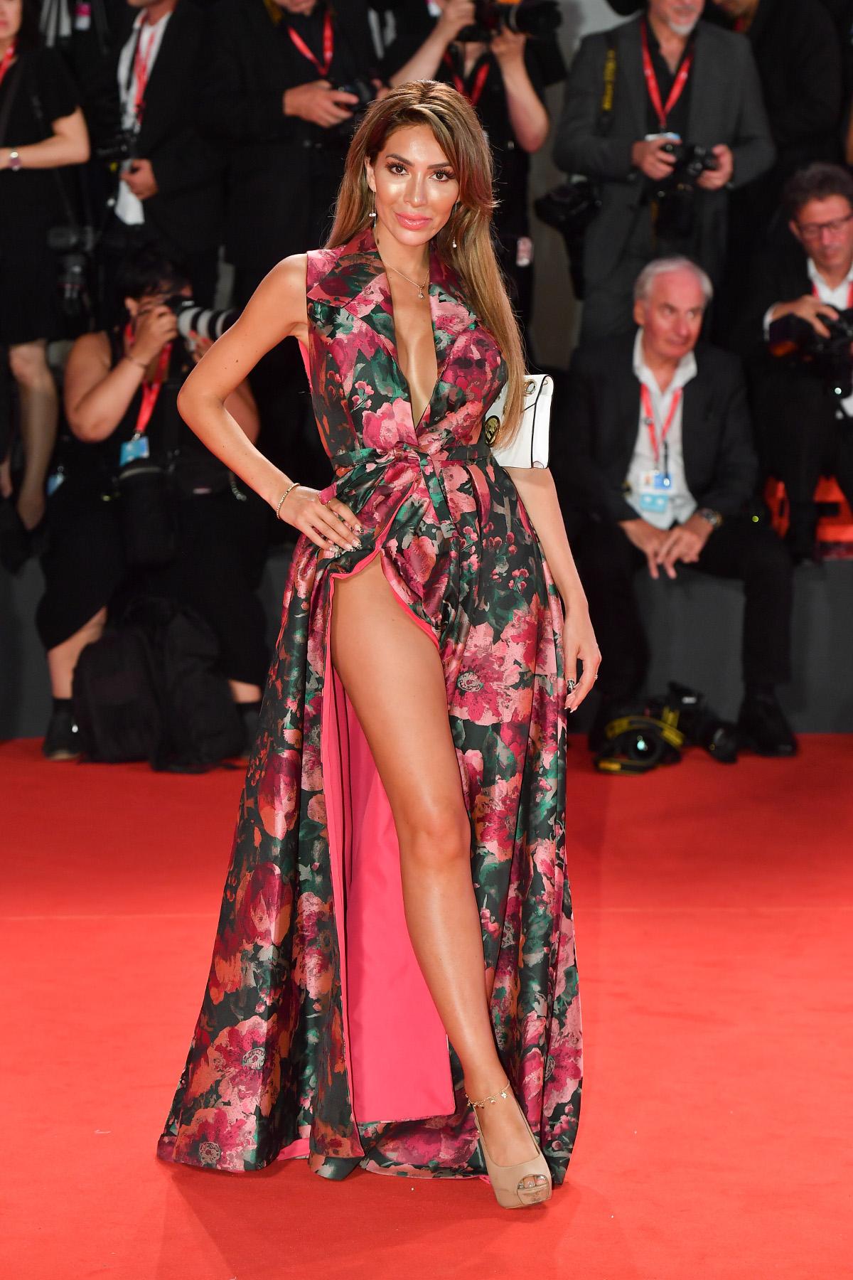 Η Φάρα Άμπραχαμ με φόρεμα του Γάλλου σχεδιαστή Christophe Guilmo