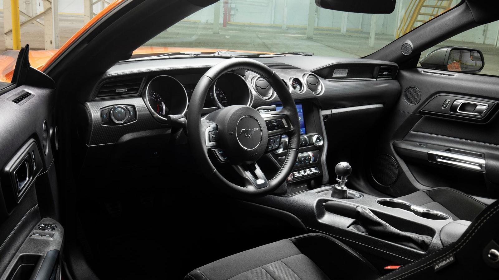 Το εσωτερικό της Ford Mustang