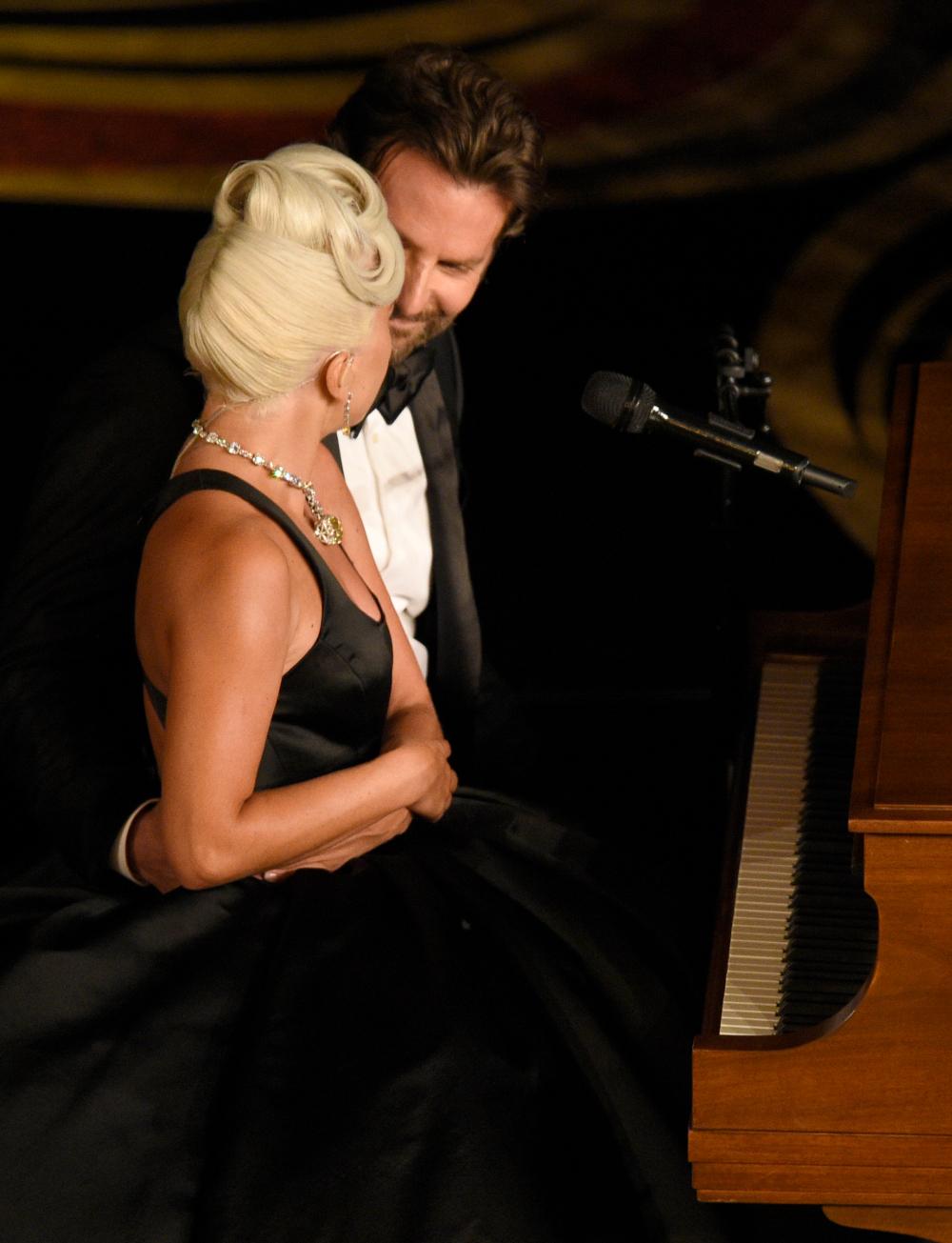 Μπράντλεϊ Κούπερ και Lady Gaga στη σκηνή των Οσκαρ 2019