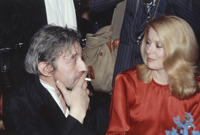 Ο Σερζ Γκενσμπούργκ με την Κατρίν Ντενέβ σε μια φωτογραφία του 1980