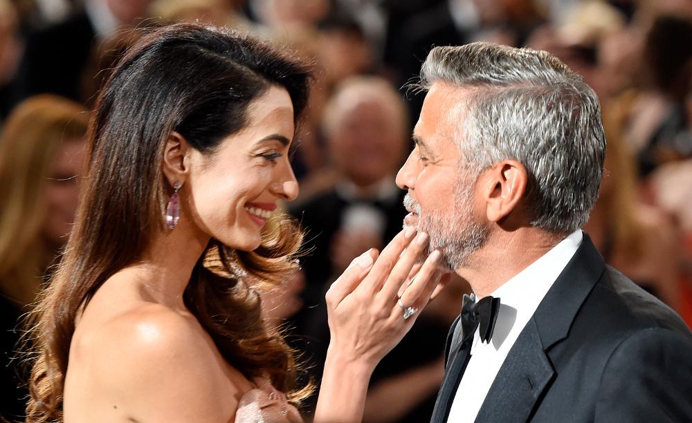 Ο Τζορτζ Κλούνεϊ σε τρυφερές στιγμές με την σύζυγό του, Αμάλ