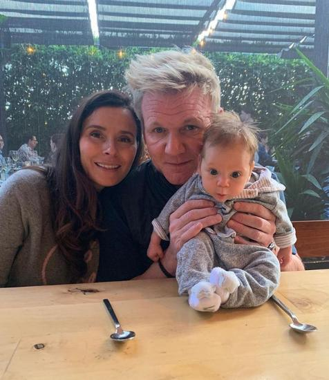 Ο Γκόρντον Ράμσεϊ με την σύζυγό του Τάνα και τον νεογέννητο γιο τους
