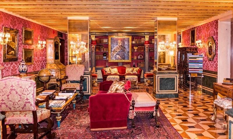 To Gritti Palace Hotel στη Βενετία και ένα από τα σαλόνια του.