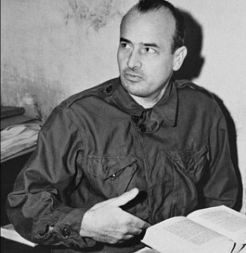 O Χανς Φρανκ -εδώ διακρίνεται στο κελί του το 1945 εν αναμονή της δίκης της Νυρεμβέργης - μίλησε για τις ρίζες του Χίτλερ.
