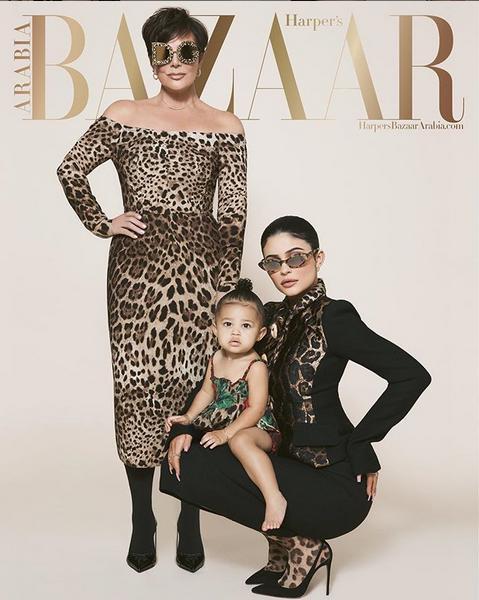 Το ένα από τα τρία εξώφυλλα του περιοδικού Harper's Bazaar Arabia, στο οποίο εμφανίστηκε η Στόρμι Τζένερ