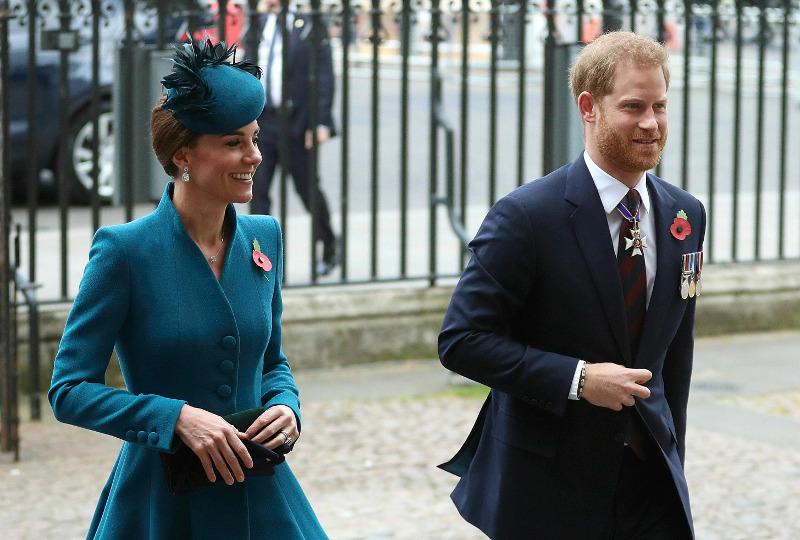 Ο πρίγκιπας Χάρι και η Κέιτ Μίντλετον καταφθάνουν στο αβαείο του Γουεστμίνστερ