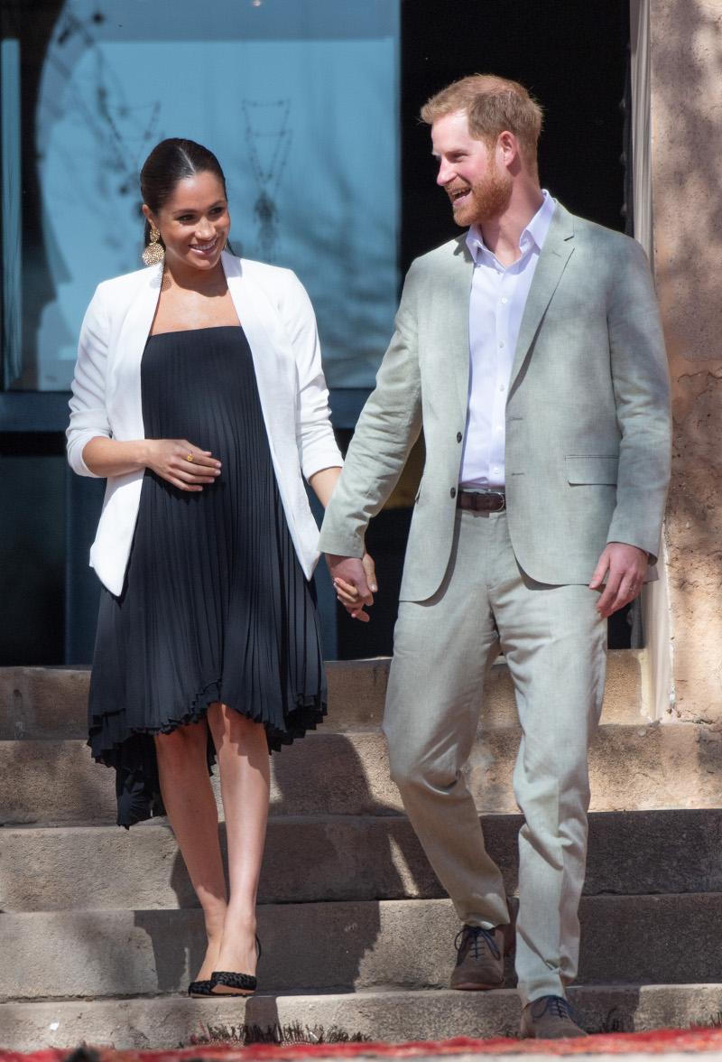 Ο πρίγκιπας Χάρι και η Μέγκαν Μαρκλ πιασμένοι χέρι-χέρι στο Μαρόκο