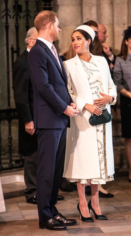 Ο πρίγκιπας Χάρι συνομιλεί με την εγκυμονούσα Μέγκαν Μαρκλ