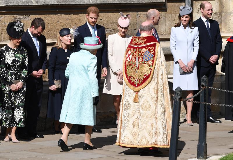 Βασίλισσα Ελισάβετ, πρίγκιπας Γουίλιαμ, πρίγκιπας Χάρι και Κέιτ Μίντλετον στην εκκλησία την Κυριακή του Πάσχα