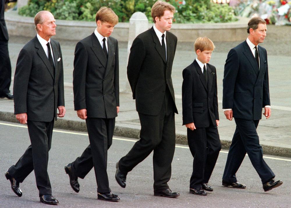 Πρίγκιπας Γουίλιαμ και πρίγκιπας Χάρι στην κηδεία της μητέρας τους, πριγκίπισσας Νταϊάνας