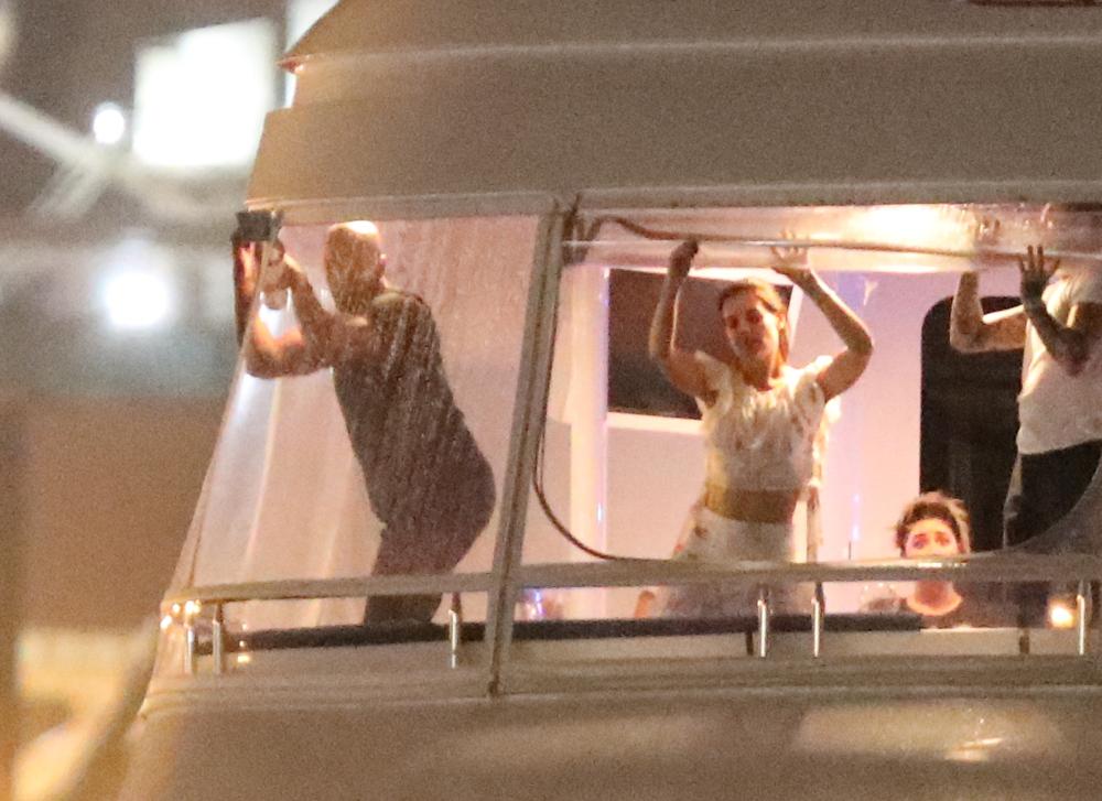 Το ζευγάρι διασκεδάζει σε γιοτ στο Μαϊάμι τον περασμένο Δεκέμβριο