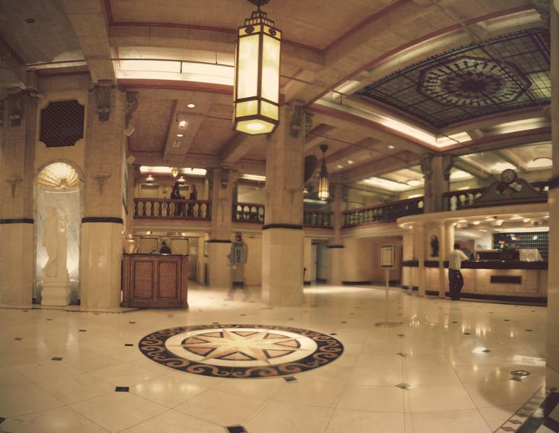 Το λόμπι του ξενοδοχείου Hotel Cecil στο Λος Άντζελες.