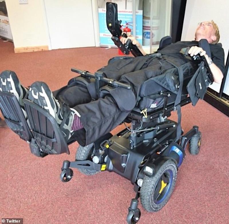 o πρωτοποριακό αμαξίδιο που θα επιτρέπει στον γιατρό -cyborg να κάνει πληθώρα κινήσεων.