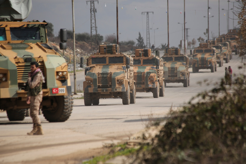 Φάλαγγα τουρκικών στρατιωτικών οχημάτων στην επαρχία Ιντλίμπ της Συρίας.