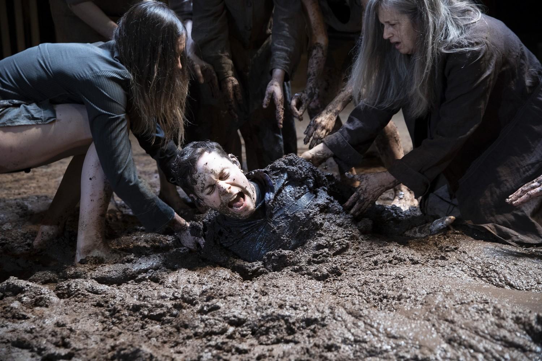 Ανθρωποι στη λάσπη