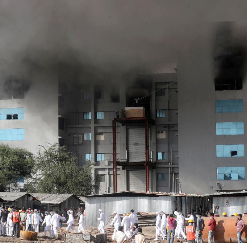 Φωτιές από το εργοστάσιο παραγωγής εμβολίων στην Ινδία