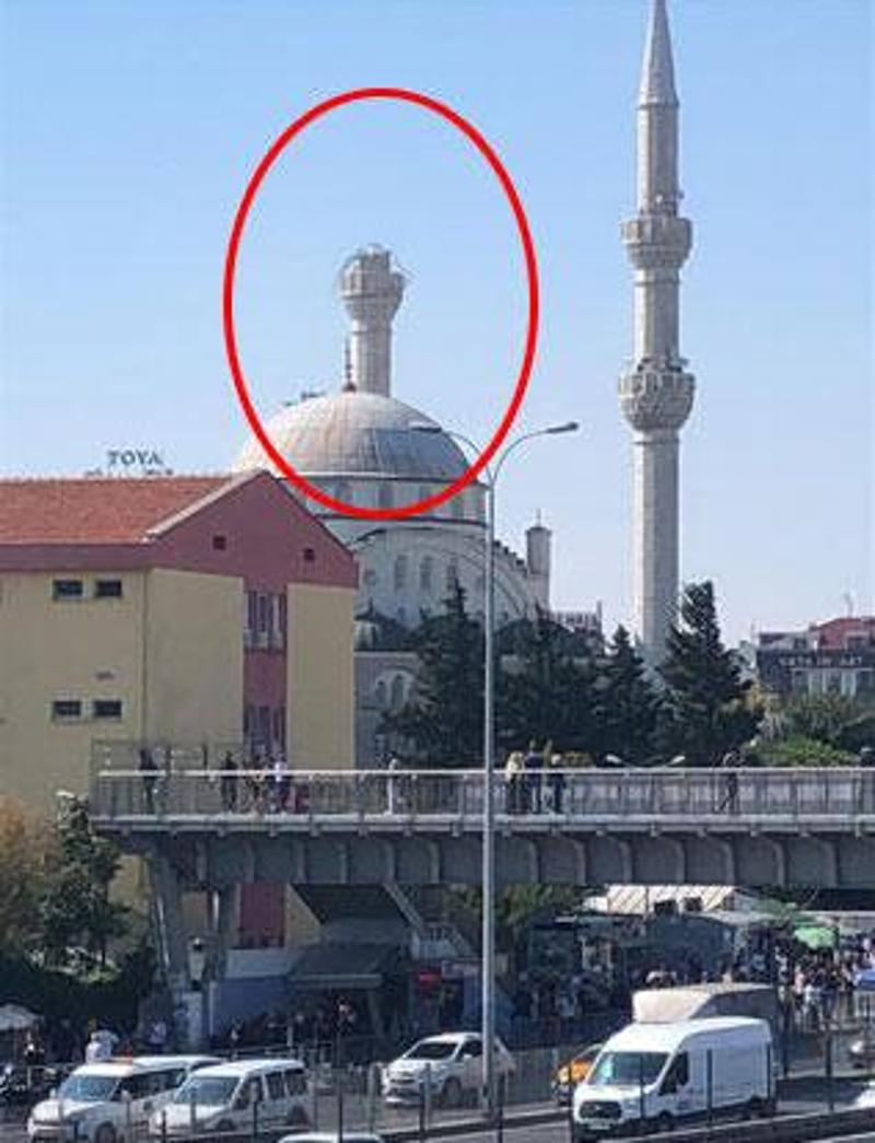Ο μιναρές ενός τζαμιού κατέρρευσε στην περιοχή Αβτζιλάρ της Κων/πολης.