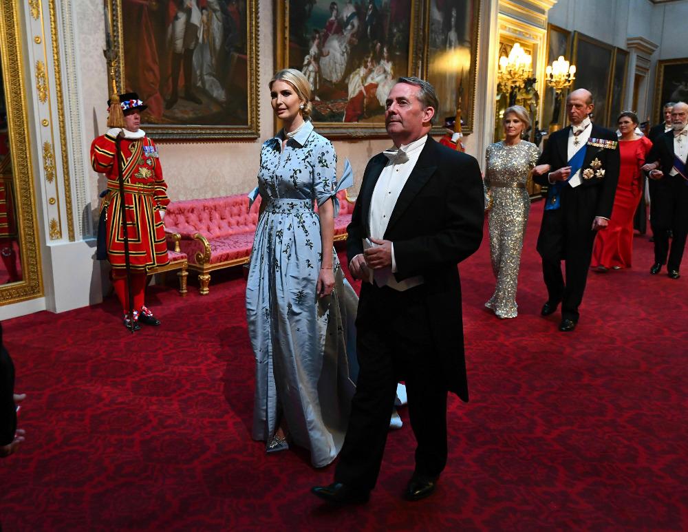Μπορεί το φόρεμα της Ιβάνκα Τραμπ να κόστιζε 11.000 δολάρια, ωστόσο πολλοί το θεώρησαν ακατάλληλο για την περίσταση