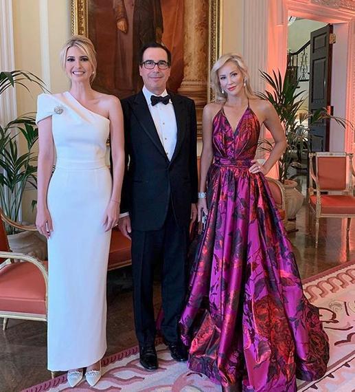 Η Ιβάνκα Τραμπ με τον Στίβεν Μούνχιν και την σύζυγό του