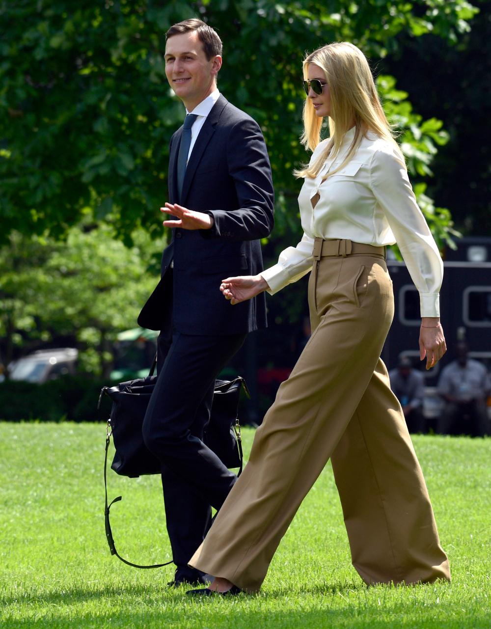 Μια παντελόνα που κοστίζει πολύ περισσότερα από τον μέσο μηνιαίο μισθό