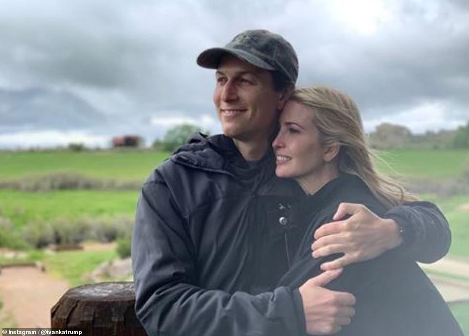 Η Ιβάνκα Τραμπ με τον σύζυγό της και αδερφό του γαμπρού πέρασαν για λίγες ώρες από το ράντσο όπου γινόταν το τριήμερο γλέντι