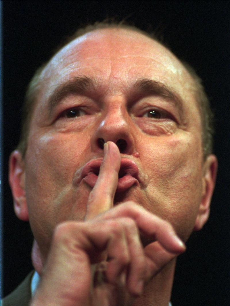 O Ζακ Σιράκ σ' ένα χαρακτηριστικό στιγμιότυπο από την προεκλογική του εκστρατεία το 1995 με αντίπαλο τον Σοσιαλιστή Λιονέλ Ζοσπέν.