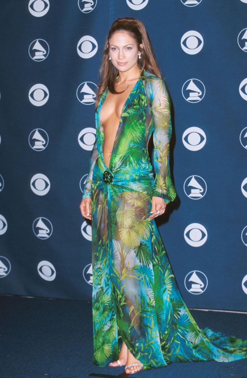 Η Τζένιφερ Λόπεζ με το jungle print φόρεμα Versace