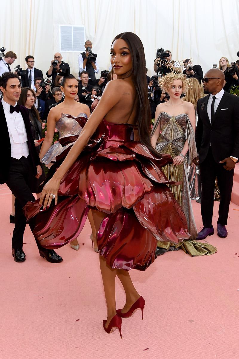 Η πίσω όψη του μοναδικού φορέματος του Zac Posen στο Met Gala 2019