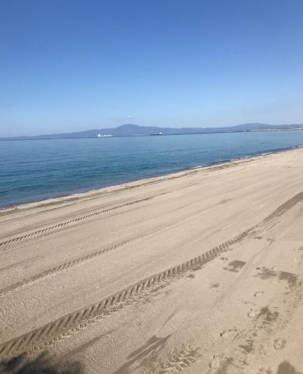 Η παραλία στην Καλαμάτα αφού καλύφθηκε με άμμο