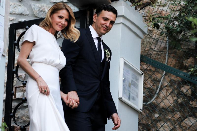 Η Τζένη Μπαλατσινού και ο Βασίλης Κικίλιας βγαίνουν από την εκκλησία μετά από το γάμο τους / Φωτογραφία: EUROKINISSI