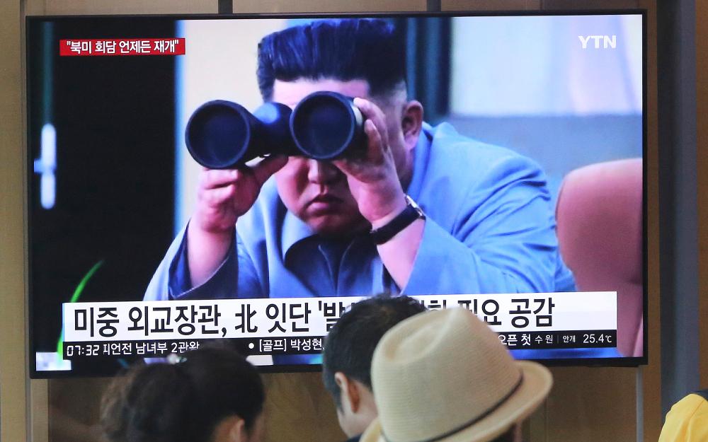 Ο Κιμ Γιονγκ Ουν φορούσε το πανάκριβο ρολόι παρακολουθώντας τις πυραυλικές δοκιμές στις 25 Ιουλίου