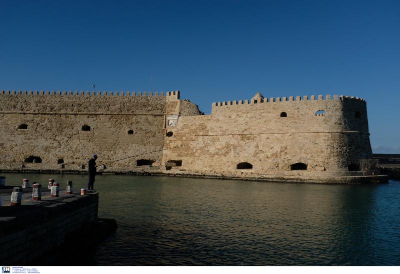 Τo Ενετικό θαλάσσιο φρούριο στο λιμένα του Ηρακλείου Κρήτης (Κουλές)