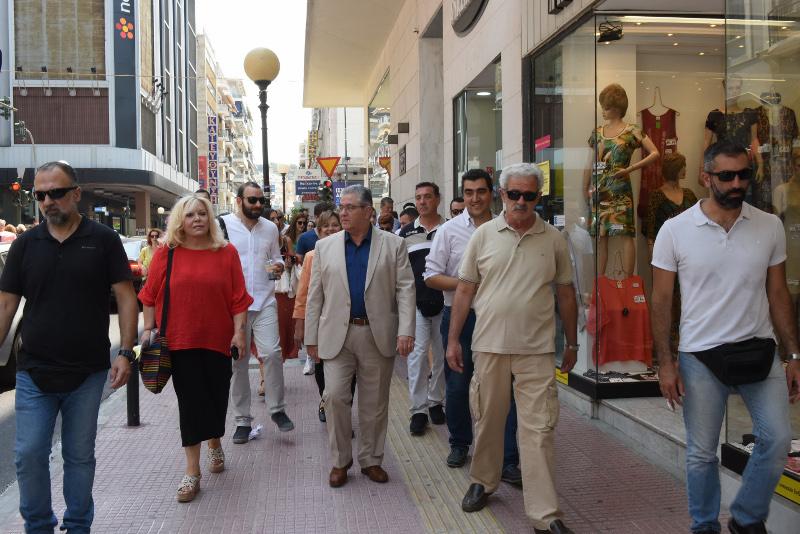 Ο Δημήτρης Κουτσούμπας καθώς πηγαίνει στο εκλογικό κέντρο του ΚΚΕ στον Πειραιά / Φωτογραφία: EUROKINISSI