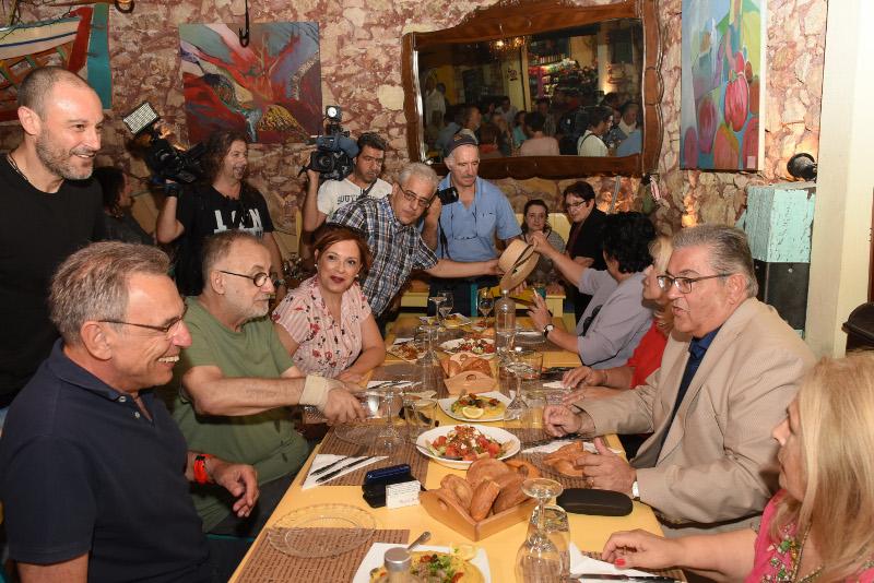 Ο Δημήτρης Κουτσούμπας σε γεύμα μαζί με βουλευτές και φίλους του ΚΚΕ / Φωτογραφία: EUROKINISSI