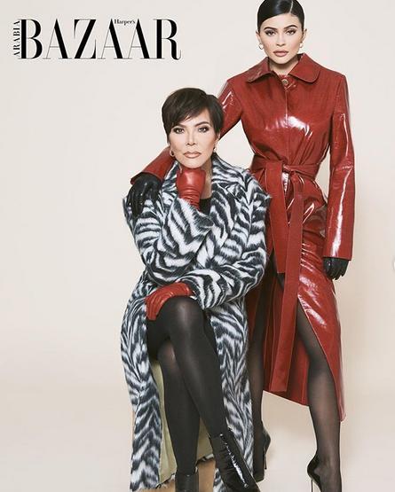Η Κάιλι Τζένερ ποζάρει μαζί με την μητέρα της, Κρις Τζένερ, για το εξώφυλλο του περιοδικού Harper's Bazaar