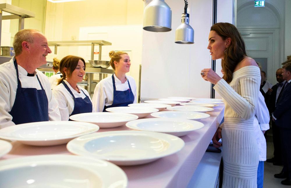 Στο χθεσινό δείπνο, η Κέιτ Μίντλετον συνομίλησε με τους εργαζόμενους στην κουζίνα, κάποιοι εκ των οποίων ήταν πρώην ναρκομανείς