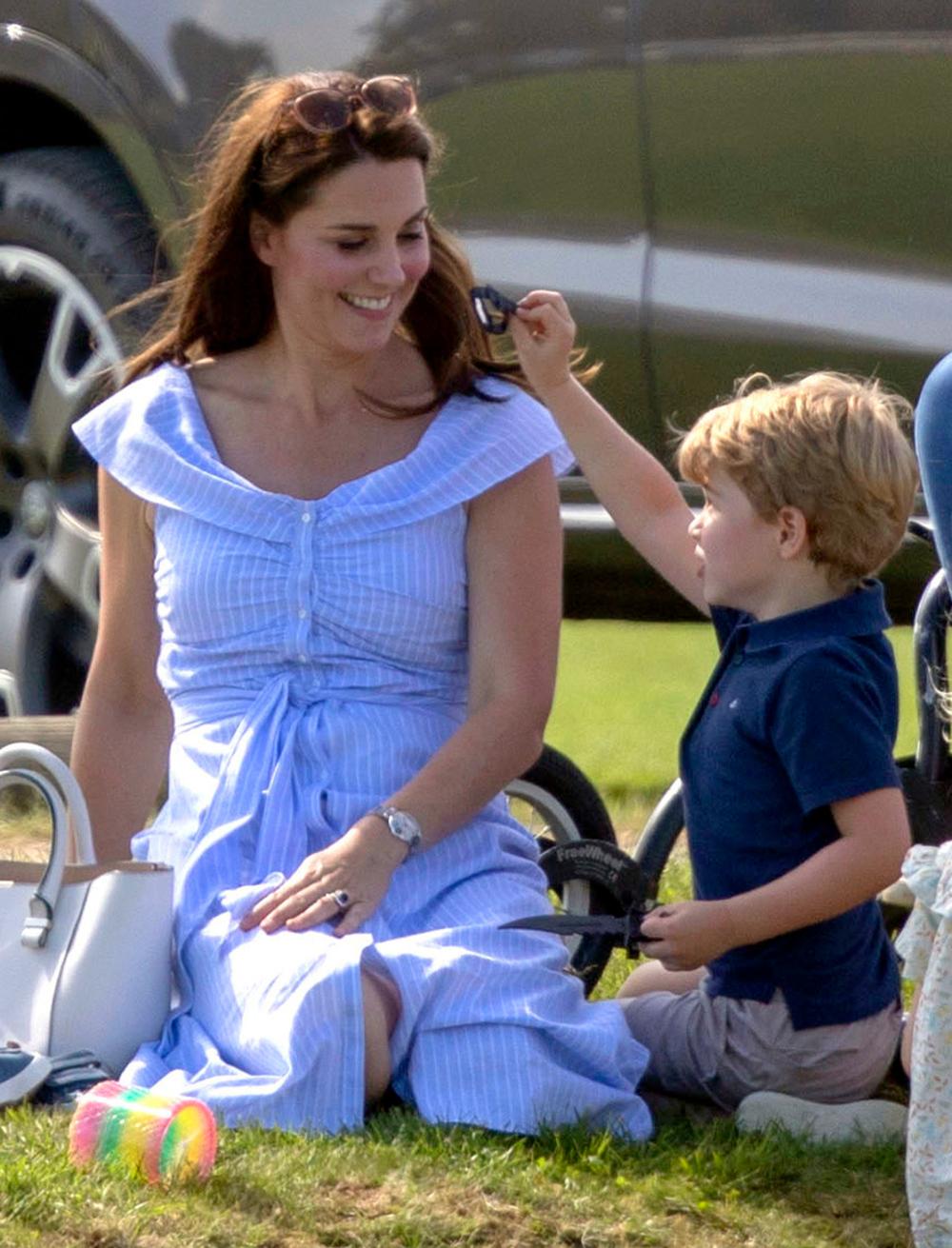 Η Κέιτ Μίντλετον αποκάλυψε πως ο αγαπημένος παίκτης τένις του πρίγκιπα Τζορτζ είναι ο Ρότζερ Φέντερερ, με τον οποίο μάλιστα έχουν παίξει μαζί