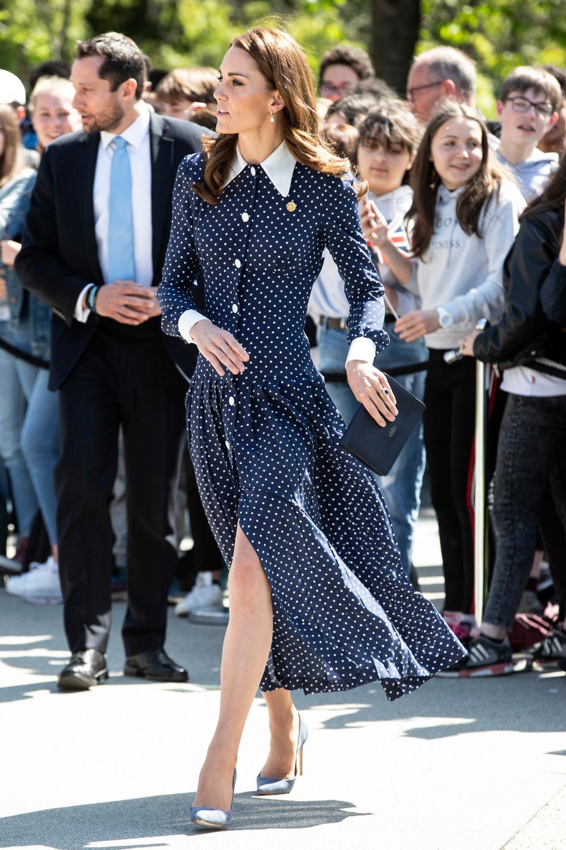 Το μπλε πουά φόρεμα που είχε φορέσει πριν από ένα μήνα σχεδόν, η Κέιτ Μίντλετον