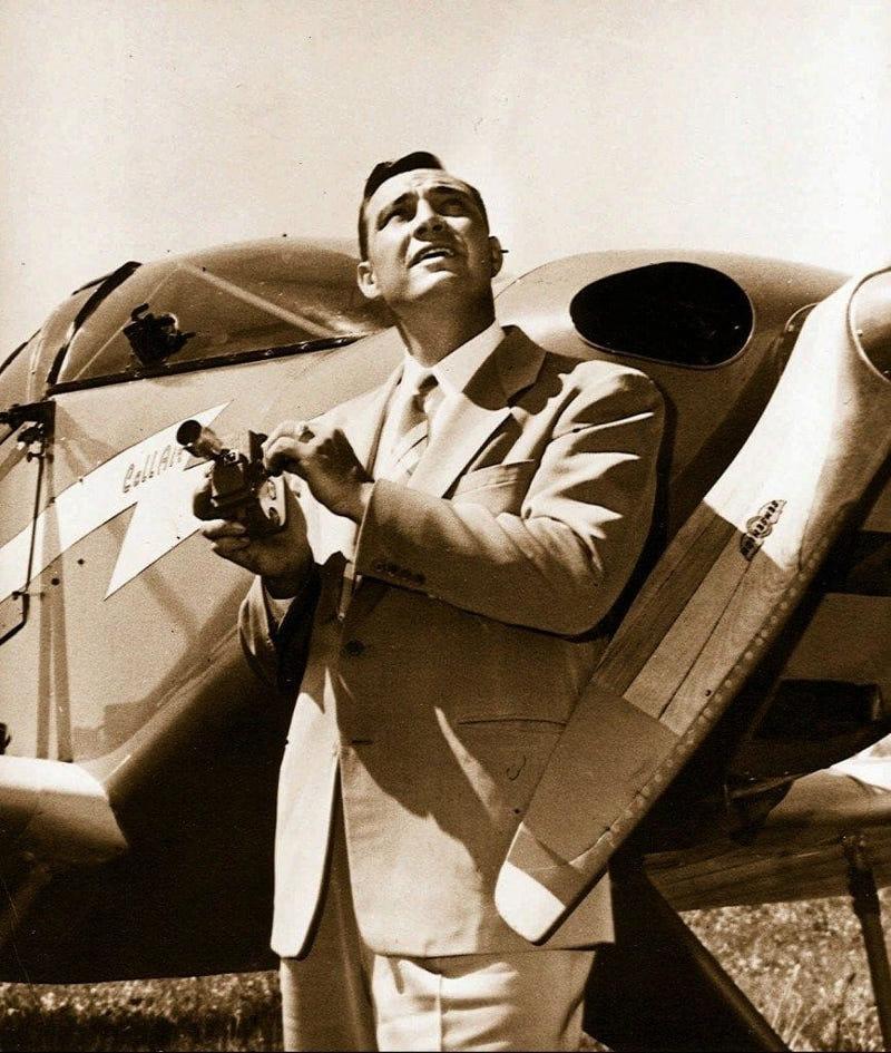 Ο Κένεθ Άρνολντ είχε υποστηρίξει τον Ιούνιο του 1947 ότι είδε έξι ιπτάμενους δίσκους στο όρος Ρενιέρ της Πολιτείας της Ουάσιγκτον.