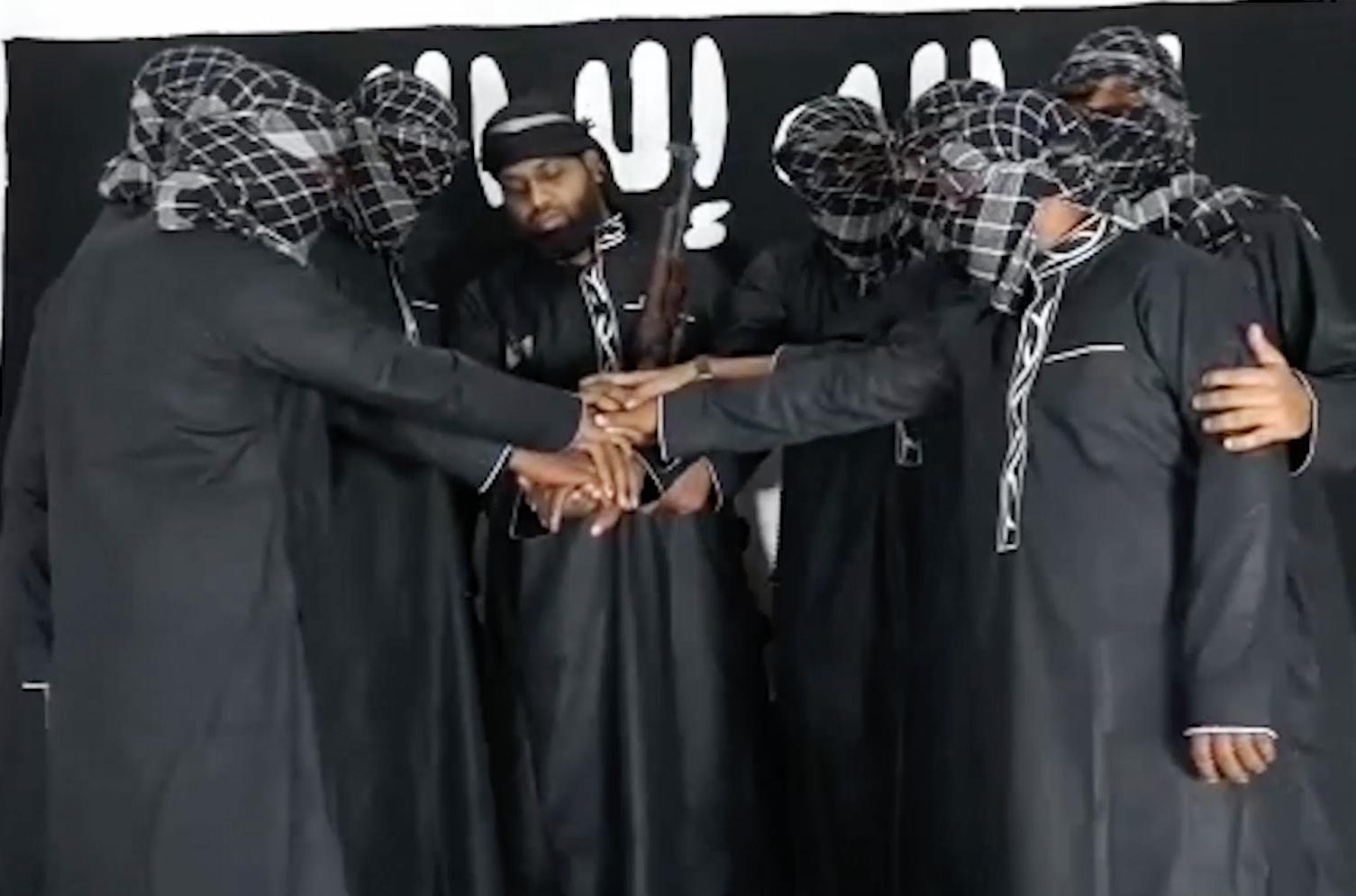 Ο Χασίμ με τους καμικάζι στο βίντεο ανάληψης της ευθύνης από τον ISIS.
