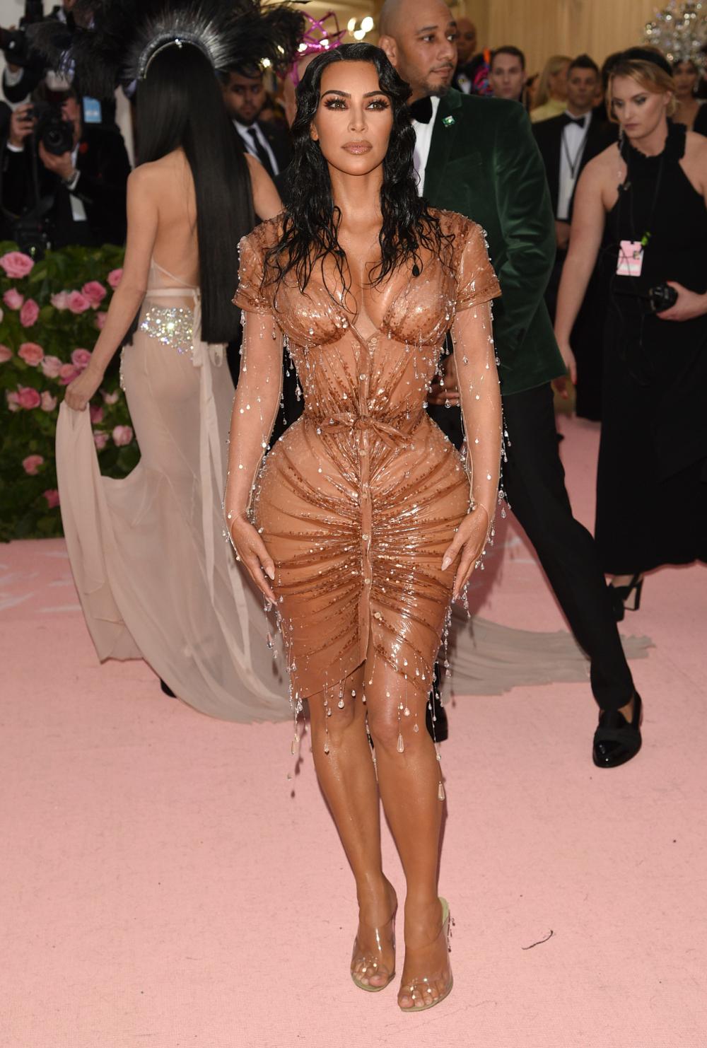 Η ΚΙμ Καρντάσιαν με nude φόρεμα στο Met Gala