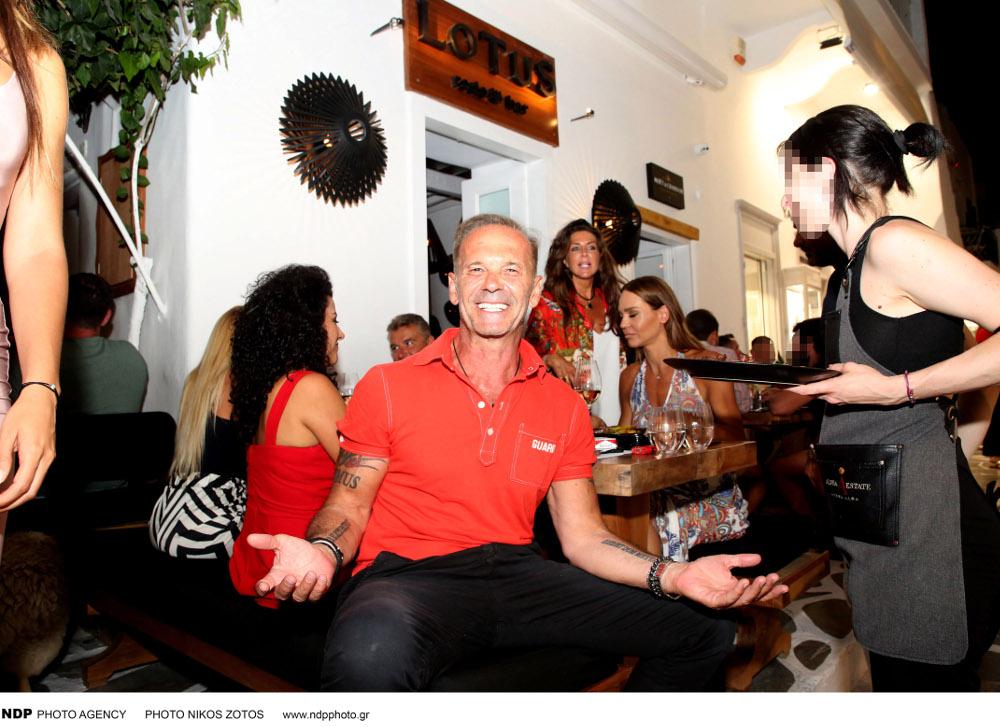 ΧΘες το βράδυ, οι Πέτρος Κωστόπουλος και Γιώργος ΛΙάγκας δείπνησαν με την Νικολέττα Καρρά και την Βίκυ Κάβουρα