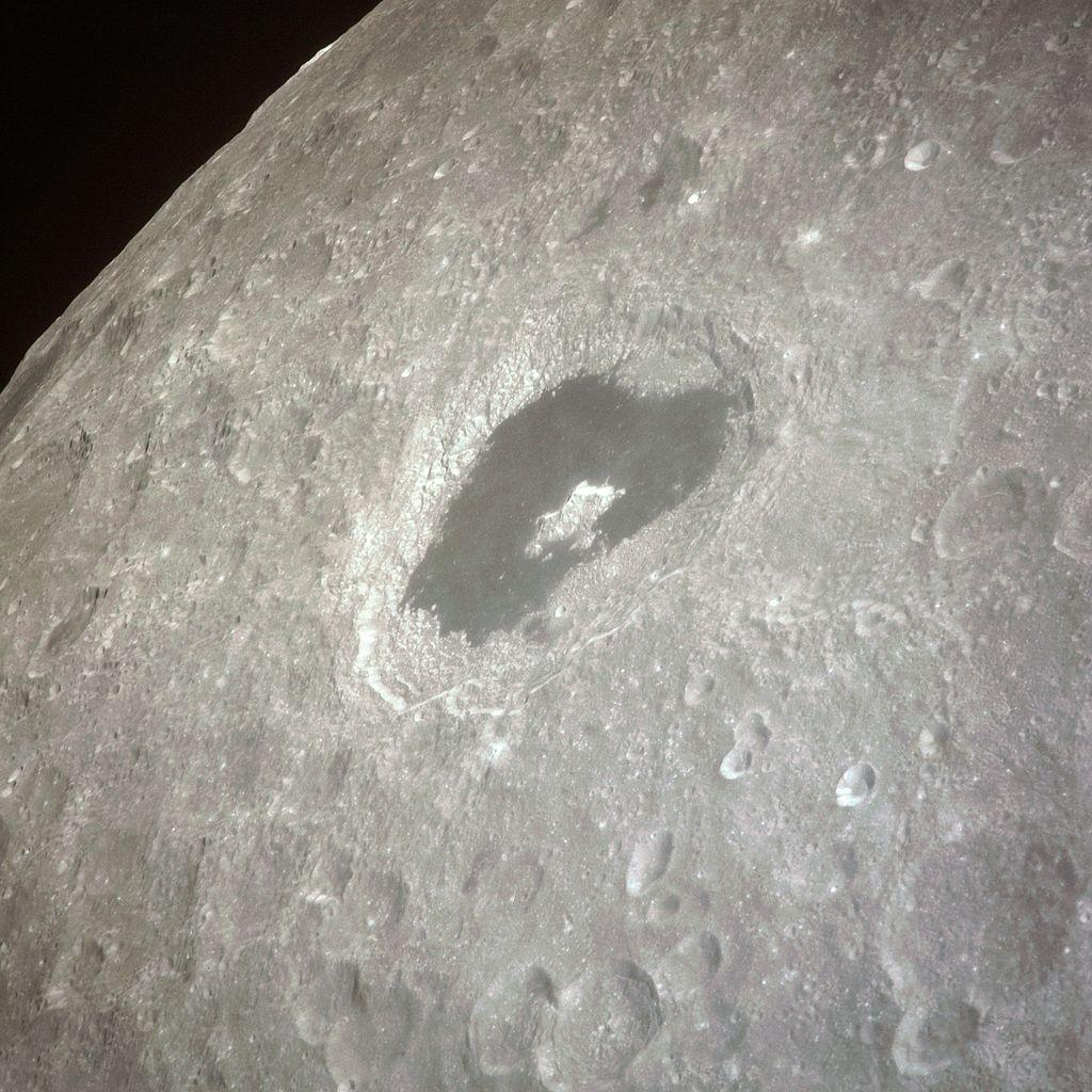 Ο κρατήρας Τσιολκόφσκι στη Σελήνη, που φωτογράφισε το πλήρωμα του Apollo 8 πήρε το όνομά του από τον διάσημο Ρώσο επιστήμονα.
