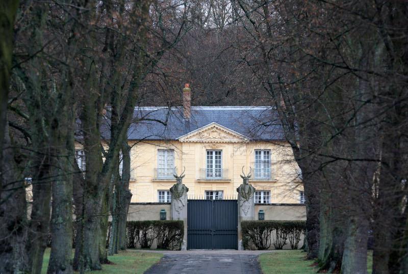 Σ' αυτή την επίσημη κατοικία - La Lanterne- στις Βερσαλίες έχει αποσυρθεί από χθες το βράδυ ο Εμανουέλ Μακρόν για να περάσει την καραντίνα