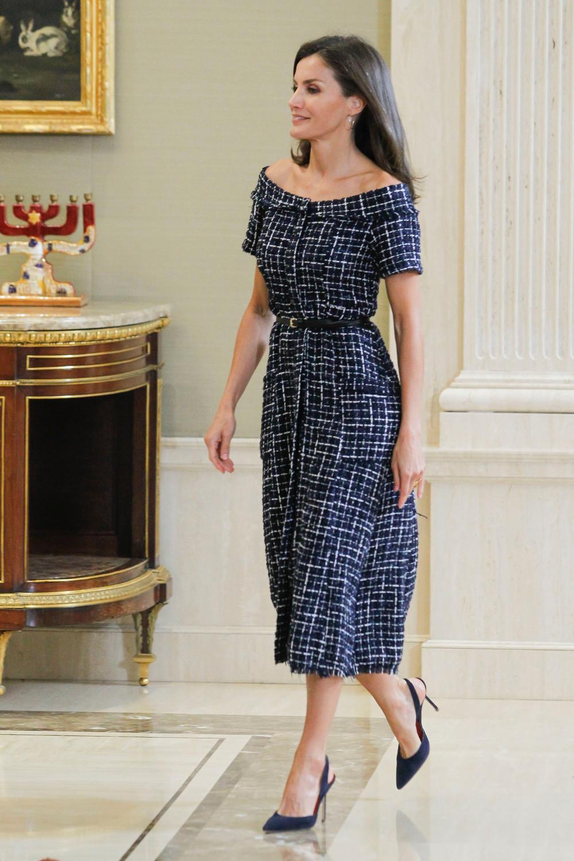 Η  βασίλισσα Λετίίθια με μίντι φόρεμα Zara