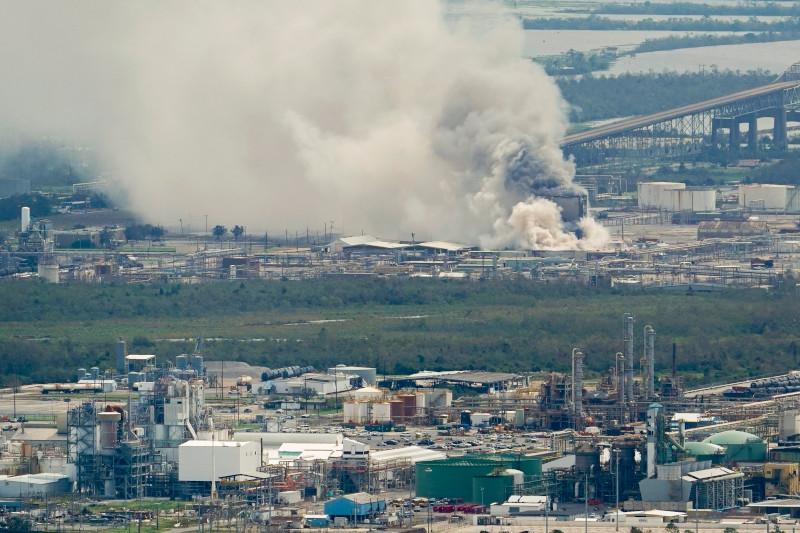 Κπανοί από το χημικό εργοστάσιο στη Λουιζιάνα όπου ξέσπασε φωτιά