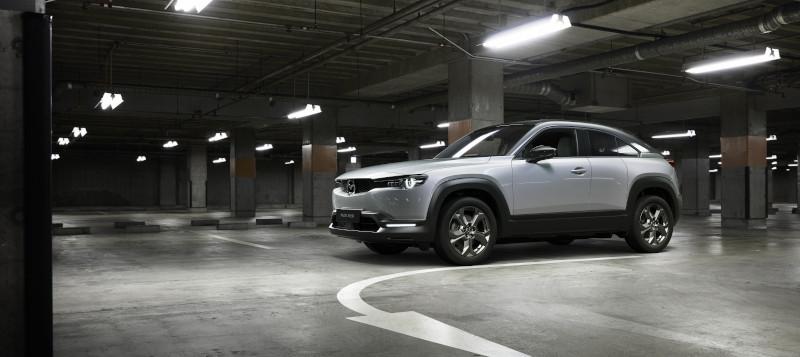 Το νέο μοντέλο της Mazda εντάσεται στην κατηγορία των crossover και αποτελεί το πρώτο ουσιαστικό βήματα της φίρμας στον τομέα της ηλεκτροκίνησης.