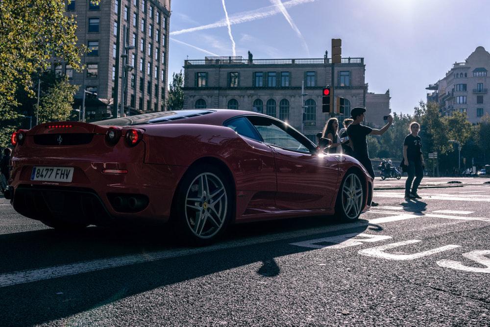 Μόνο πολυτελή και πανάκριβα αυτοκίνητα κυκλοφορούν στους δρόμους του Μονακό
