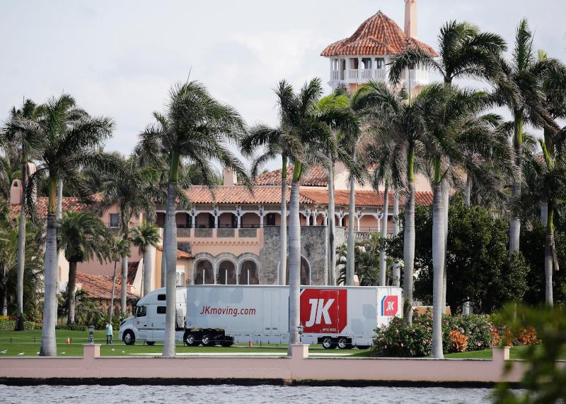 Φορτηγό μεταφορικής εταιρείας στο θέρετρο Μαρ-α-Λάγκο του Τραμπ στη Φλόριντα